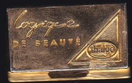 66152- Pin's .3D -Thalgo La Beauté Marine.Parfum.signé GBM Doré A L'or Fin. - Parfum