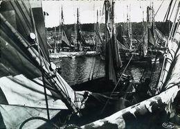 Cpsm  BRETAGNE   Bateau De Pêche  (Vieux Gréement - Old Sailing Boat Or Fishing Ship) - Pêche