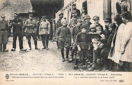 Guerre 1914 15 Alsace Ecole Faite Par Un Instituteur Soldat Dans Cour De Ferme 45eme Serie , Cpa Guerre 1914 1918 - Guerra 1914-18