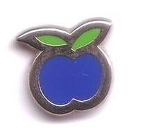 M132 Pin's Fruit Légume Pomme Apple MEDIA Radio Europe 1 Qualité Arthus Non Signé Achat Immédiat - Médias
