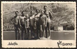 Men And Women Boy  Girl             On Beach Old Photo 14x9 Cm #29360 - Anonyme Personen