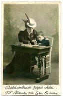 Mère Et Enfant - La Lettre Au Père - écriture Enfantine - Joli Chapeau - Christmas