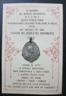 CARTONCINO CM.9X13 CON MEDAGLIA GIUBILEO 1909 PIO X (n. RIESE TREVISO ) PER  ABBONATI L'AURORA NEL SECOLO DEL SACRAMENTO - Papas