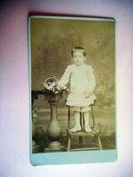 PHOTO CDV 19 EME JEUNE FILLE AU BOUQUET DE FLEURS MODE  Cabinet BOSCHER  A AMIENS - Ancianas (antes De 1900)