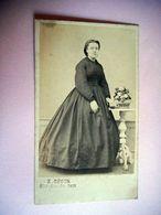 PHOTO CDV 19 EME FEMME ELEGANTE ROBE  MODE  Cabinet OPSOR A ST VALERY EN CAUX - Anciennes (Av. 1900)