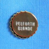 1 PIN'S //  ** CAPSULE DE BIÈRE / PELFORTH BLONDE ** . (Ballard) - Bierpins