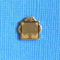 1 PIN'S //  ** ANCIEN LOGO / BULL INFORMATIQUE ** - Informatik