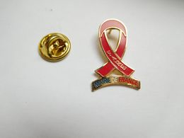Beau Pin's , Médical , FARE , Mairie De France , Lutte Contre Le SIDA - Médical