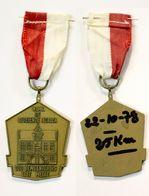 Médaille De Marche_149_Belgique, Melle, Wandeling, 1978, 25 Km, De Bloeiende Azalea, Oude Gemeentehuis - Bélgica