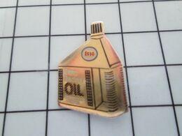 SP06 Pin's Pins / Beau Et Rare / THEME : CARBURANTS / BIDON D'HUILE ESSO RACING OIL Par MTI - Carburants