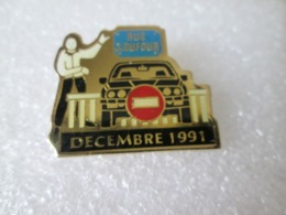 PIN'S   RUE J DUFOUR   BMW  E 30   DECEMBRE 91 - BMW