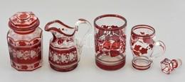 5 Db Antik üvegtárgy, Piros Levélmintás Dekorral: Pohár, Kiöntő, Tégely Fedővel, Füles Bögrécske, Dugó, Csorbákkal, Kopá - Verre & Cristal