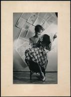 Cca 1960 Harmath Istvánné (?-?) Budapesti Fényképész Hagyatékából, Jelzés Nélküli Vintage Fotó (a Kor Divatja), 18x11,2  - Other Collections