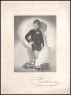 Cca 1930 Gyermek Labdával, Műtermi Fotó Kartonra Ragasztva, 23,5x18 Cm - Other Collections