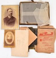 Cca 1910-1930 Vegyes Fotó Tétel Családi Hagyatékból, üvegnegatívok és Negatívok, 2 Db Keményhátú Fotó, összesen Kb. 30 D - Other Collections