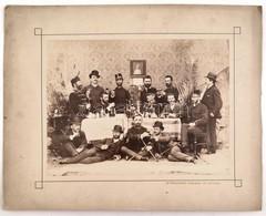 Cca 1890-1900 Kassai Urak, Az Asztaltársaságban Katonákkal, Fotó Kartonon, Kassa, A. Podleszny Kassai Műterméből, Az Egy - Other Collections