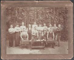 Cca 1910 Munkások Csoportképe, Keményhátú Fotó, 17,5x23,5 Cm - Other Collections