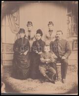 Cca 1870-1880 Családi Csoportkép, Fotó Kartonra Kasírozva, 26x21,5 Cm - Other Collections