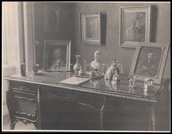 Cca 1920-1930 Asztal Tárgyakkal és Festményekkel, Fotó 22x29 Cm - Other Collections
