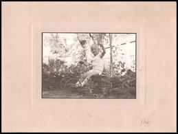Cca 1960 Kisgyerek Játékautóval, Fotó Kartonra Ragasztva, 11,5x17 Cm - Other Collections