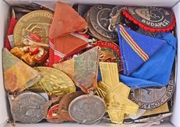 """Kis Doboznyi Vegyes, Többségében Magyar Kitűző, Jelvény és Kitüntetés Tétel, Közte Jobb Darabokkal, Benne """"Délvidéki Eml - Coins & Banknotes"""