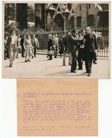 PARIS - Photo De Presse - Incidents à La Sortie De La Messe Pour Philippe Henriot - New York Times - 28 Juin 1949 - Personas Anónimos