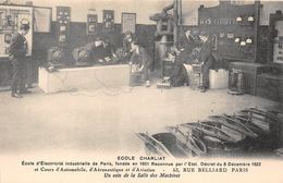 """PARIS - Ecole D'Electricité Industrielle """" CHARLIAT """" 53 Rue BELLIARD - Un Coin De La Salle Des Machines - Distretto: 18"""