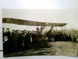 Unbekanntes Flugzeug / Propellermaschine Mit Auspuff Nach Oben Gerichtet. Foto AK S/w. Ungel., Flugzeug  Inmit - Ohne Zuordnung