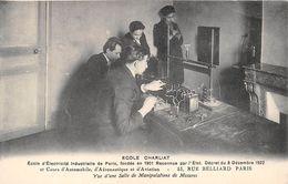 """PARIS  -  Ecole D'Electricité Industrielle """" CHARLIAT """" 53 Rue BELLIARD  -  Vue D'une Salle De Manipulation De Mesures - Distretto: 18"""
