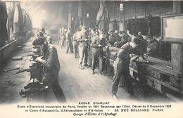"""PARIS  -  Ecole D'Electricité Industrielle """" CHARLIAT """" 53 Rue BELLIARD  -  Groupe D'Elèves à L'Ajustage - Distretto: 18"""