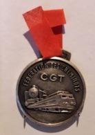 BO51 Pendentif Décoration Médaille No Pin's Ancien CGT SNCF Cheminots Camarade Achat Immédiat - Obj. 'Remember Of'