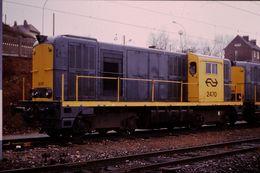 Photo Diapo Diapositive Slide Train Wagon Locomotive Diesel Des NS 2470 à Longueau Le 03/02/92 VOIR ZOOM - Diapositives (slides)