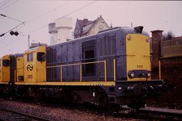 Photo Diapo Diapositive Slide Train Wagon Locomotive Diesel Des NS 2405 à Longueau Le 03/02/92 VOIR ZOOM - Diapositives (slides)