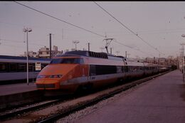 Photo Diapo Diapositive Slide Train Wagon Locomotive TGV SNCF SE Rame N°09 à Marseille Le 04/02/93 VOIR ZOOM - Diapositives (slides)