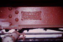 Photo Diapo Diapositive Slide Train Jaune Plaque MIDI 1909 Du Wagon Citerne SNCF V à Villefranche Le 05/02/92 VOIR ZOOM - Diapositives (slides)