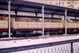 Photo Diapo Diapositive Slide Wagon Ouvert Du Train Jaune SNCF à Villefranche De Conflent Le 05/02/92 VOIR ZOOM - Diapositives (slides)