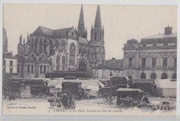 CHOLET - La Place Travost Un Jour De Marché - Cholet