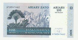 Madagaskar 100 Ariary 2004 UNC (signature) - Madagascar