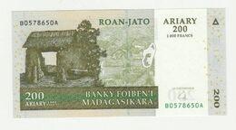 Madagaskar 200 Ariary 2004 UNC - Madagascar