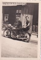 Deux Hommes Sur Moto - Photo 6 X 8.5 Cm - Cyclisme