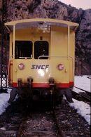 Photo Diapo Diapositive Slide Train Wagon ZR 20036 Du Train Jaune SNCF à Villefranche De Conflent Le 05/02/92 VOIR ZOOM - Diapositives (slides)