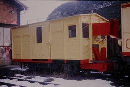 Photo Diapo Diapositive Slide Train Wagon Fraiseuse Du Train Jaune SNCF à Villefranche De Conflent Le 05/02/92 VOIR ZOOM - Diapositives (slides)