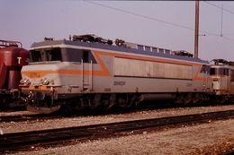 Photo Diapo Diapositive Slide Train Wagon Locomotive Electrique SNCF BB 22261 à VSG Le 06/02/92 VOIR ZOOM - Diapositives (slides)