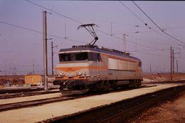 Photo Diapo Diapositive Slide Train Wagon Locomotive Electrique SNCF BB 7269 à VSG Le 06/02/92 VOIR ZOOM - Diapositives (slides)