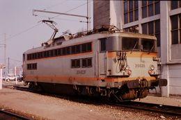 Photo Diapo Diapositive Slide Train Wagon Locomotive Electrique SNCF BB 25535 à VSG Le 06/02/92 VOIR ZOOM - Diapositives (slides)