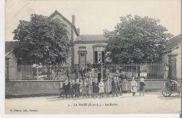LA HAYE. CPA Les Ecoles (coin Haut Gauche Marqué Voir Scan) - Other Municipalities