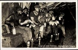 Cp Bergleute Beim Frühstück Unter Tage, Kumpels Beim Buttern - Métiers