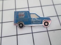1320 Pin's Pins / Beau Et Rare / THEME : EDF GDF / CAMIONNETTE BLEUE DEAUVILLE TROUVILLE - EDF GDF