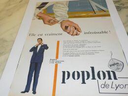 ANCIENNE PUBLICITE INFROISSABLE POPLON DE LYON 1956 - Vintage Clothes & Linen
