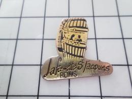 1420 Pin's Pins / Beau Et Rare / THEME : BOISSONS / BAR LA FERMETTE ST JACQUES REIMS TONNEAU - Beverages